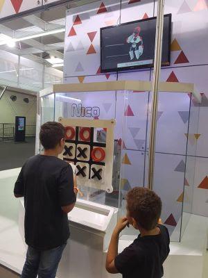 Robôs interativos participam da exposição promovida pelo DiamondMall e SESI em comemoração ao Dia da Indústria