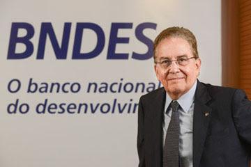 Presidente do BNDES palestra sobre o tema