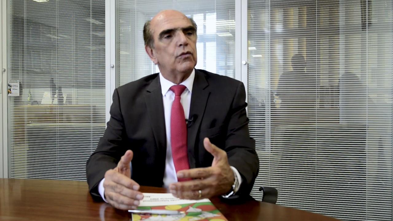 Investimento da indústria brasileira no exterior fortalece a economia no Brasil, diz Carlos Abijaodi